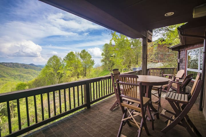 A Nest With a View - Stunning Views, Updated Kitchen, 5 mins to Blowing Rock