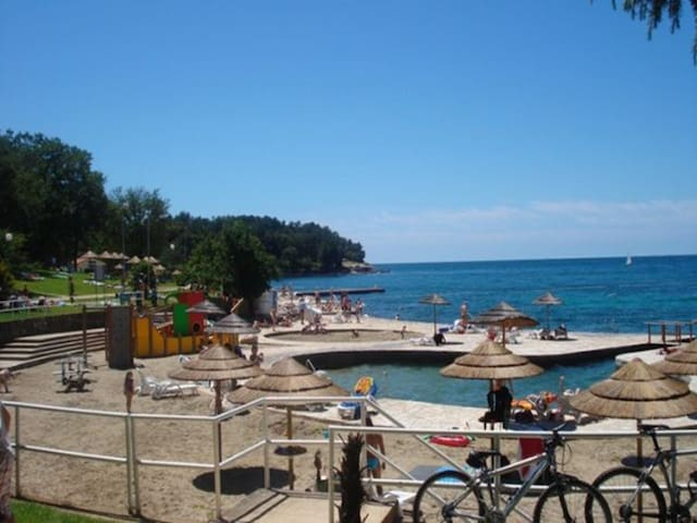 5 min from beach and city 2-3person - Parenzo - Appartamento