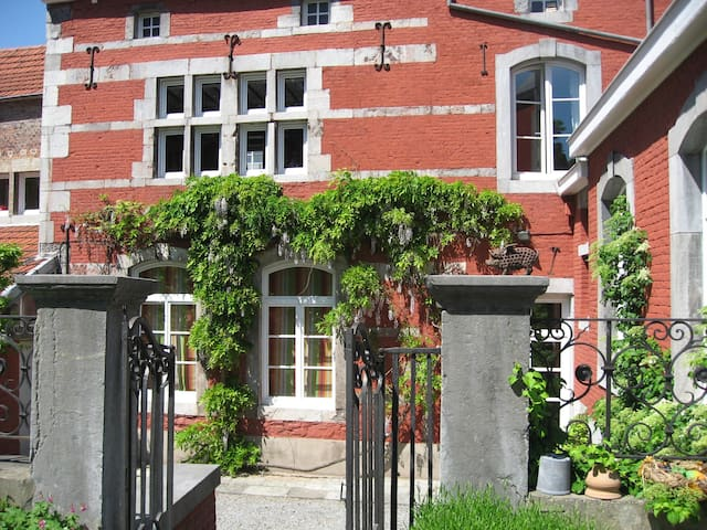 Ancien couvent des Augustins - Huy - Bed & Breakfast