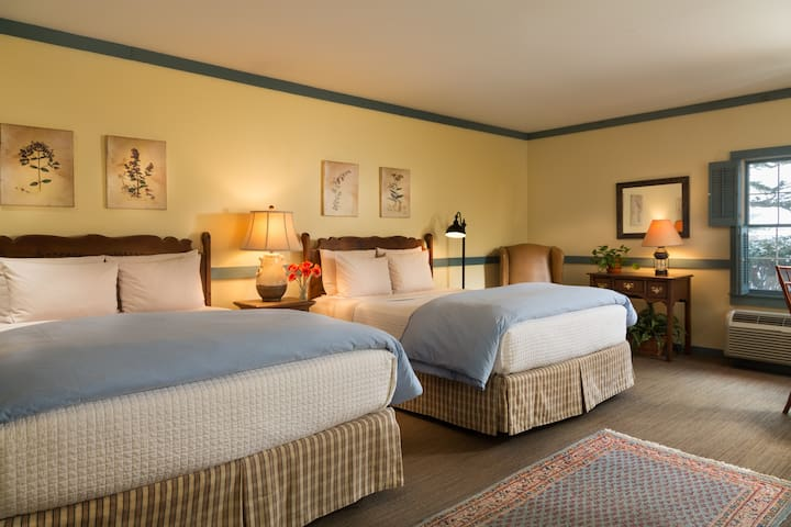 The Inn at Turkey Hill - 2 QueenBed (Pet friendly)