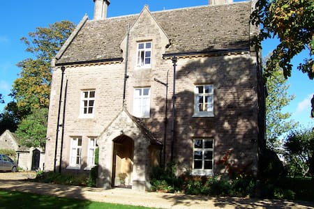 Holiday let 13 people over 2 floors in Colerne - Colerne