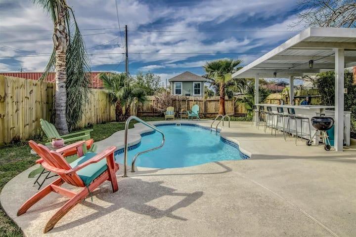 Adorable Galveston Casita with Pool!