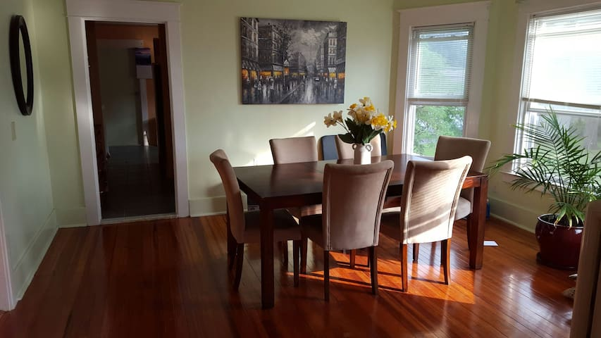 Thee Home for Professionals! - Schenectady - Apartment