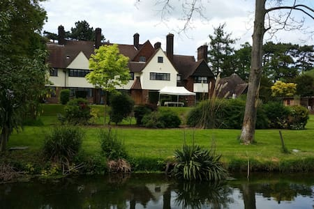 Large Double Bedroom In Mansion - Hoddesdon