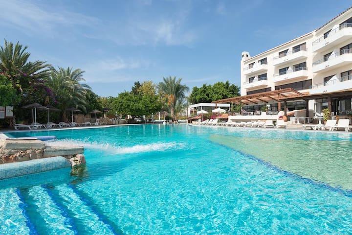 Studio in Paphos Gardens Hotel,200m to sandy beach - Paphos - Appartement