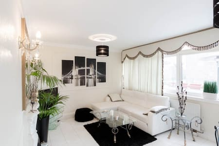 **NEW**Stylish, Modern 3BR in the Heart of Tooting - London - Lakás