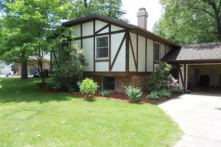2 GREAT Rooms between Chicago and Indianapolis - Wheatfield - Casa