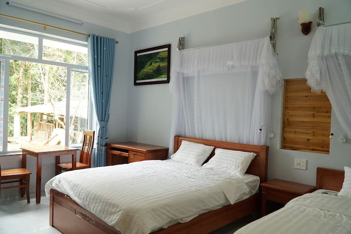 Huy Trung Family Homestay ( Triple room)