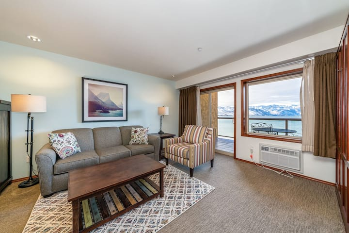 Grandview Lake View 526! Luxury Waterfront condo, sleeps up to 6!