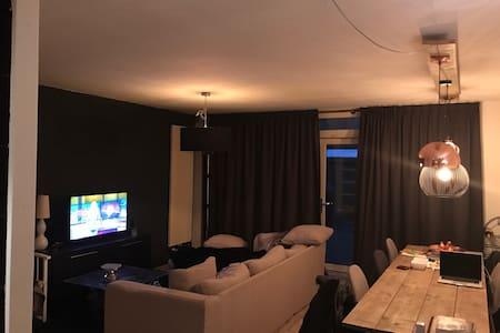 Ruime woning van alle gemakken voorzien - 's-Hertogenbosch