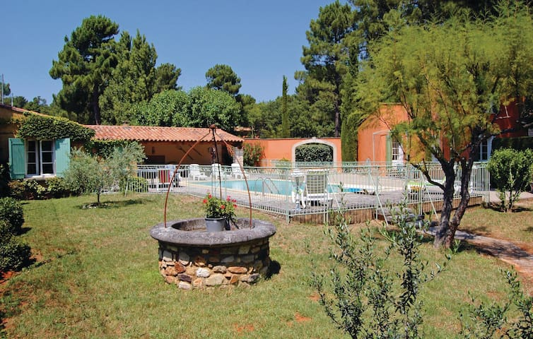 Holiday cottage with 2 bedrooms on 140m² in Roussillon