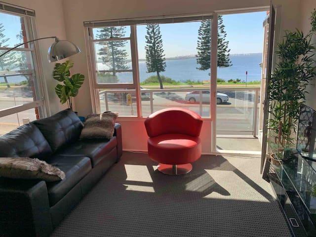 Sunshine waterfront apartment