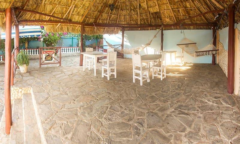 Hostal Tito y Vicky, terraza, sol, playa y arena