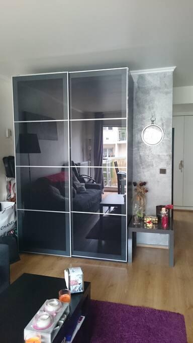 belle armoire (salon)