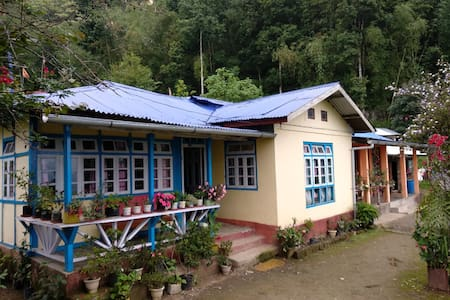 MEGNA HOMESTAY (home far away from home)