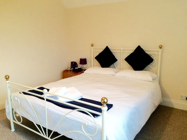 Cosy Double room in bromley,jus 20mins from London - Bromley - Apartamento