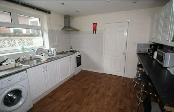 Double Room (ground floor) in secured house