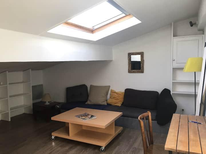 Grand studio lumineux et calme aux Grands Hommes