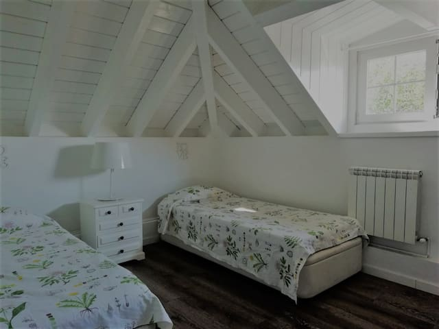 Habitación con cocina, baño, salon.. y PISCINA!