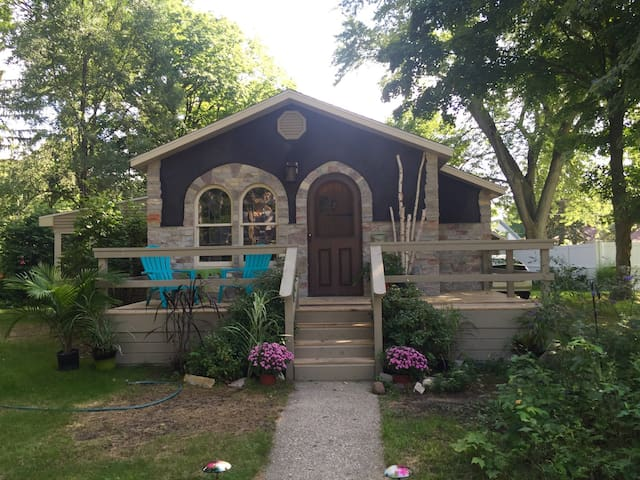 Fairytale Cottage Near Lk. Michigan - Montague - Rumah