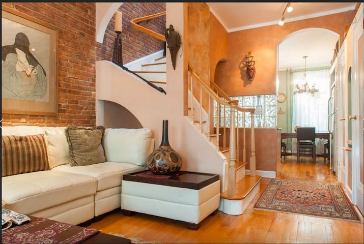 Beautiful Duplex Apt w/parking- Minutes from NYC