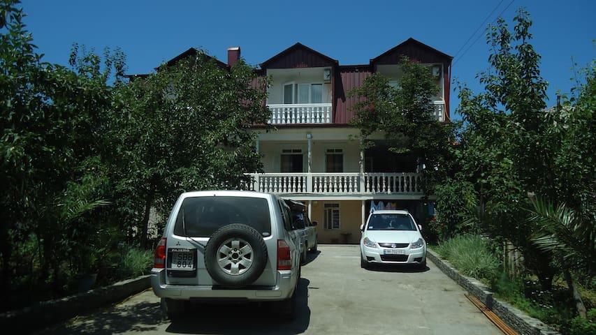 гостевой дом ГИО трёхэтажный дом с видом море