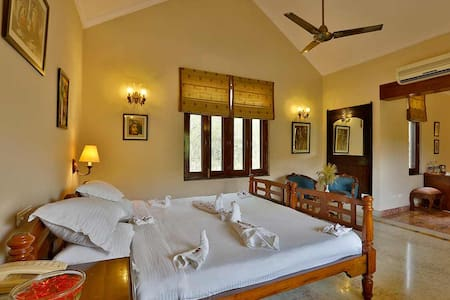Forest retreat Family stay in Kanha