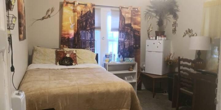Jackson Cove - Private, cozy room with mini fridge