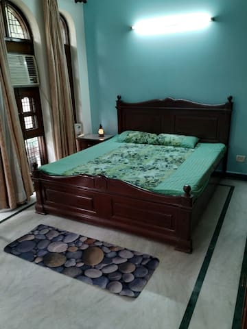 Centrally located single Room