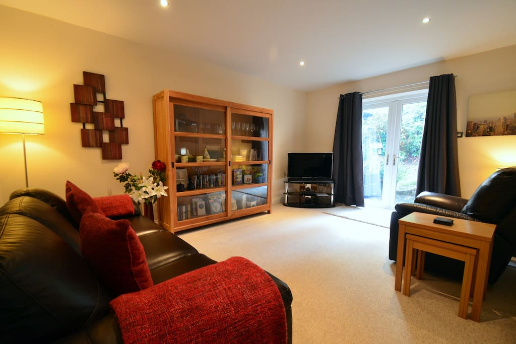 "The spacious Living Room has a three seater sofa and a single recliner, 40"" LCD TV and Sonos Sound Bar"