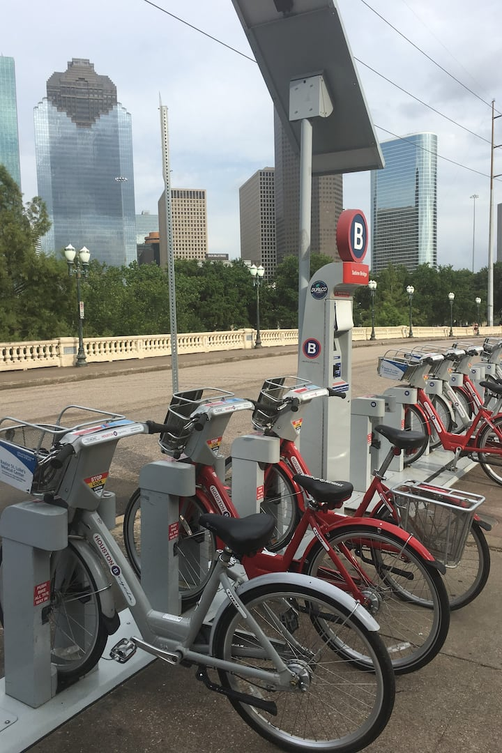 Bcycle station Sabine Street Bridge