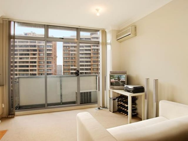 Inner City Apartment 3 mins to Hyde Park !! - Surry Hills - Flat