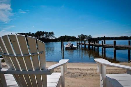 7 Acre Waterfront Retreat w/Sandy Beach & Pool