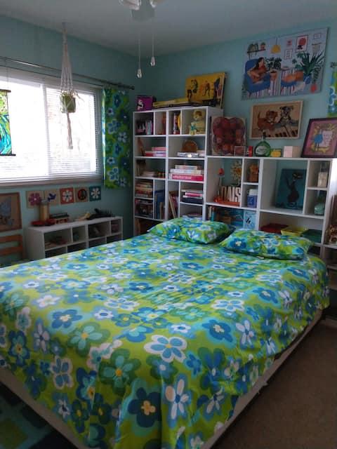 Sixties museum bedroom in MCM ranch home.
