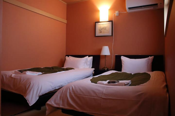 Chiyoda Inn Twin Room with Shared Bathroom