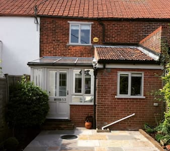 Harvest Cottage close to town centre - Holt