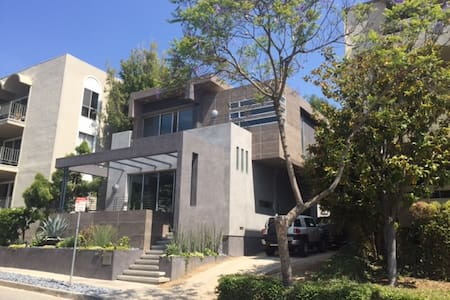 New designer studio in Weho's best location