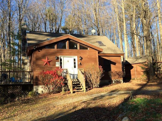 Nemchek's Vermont Log Cabin - Sunderland - Houten huisje