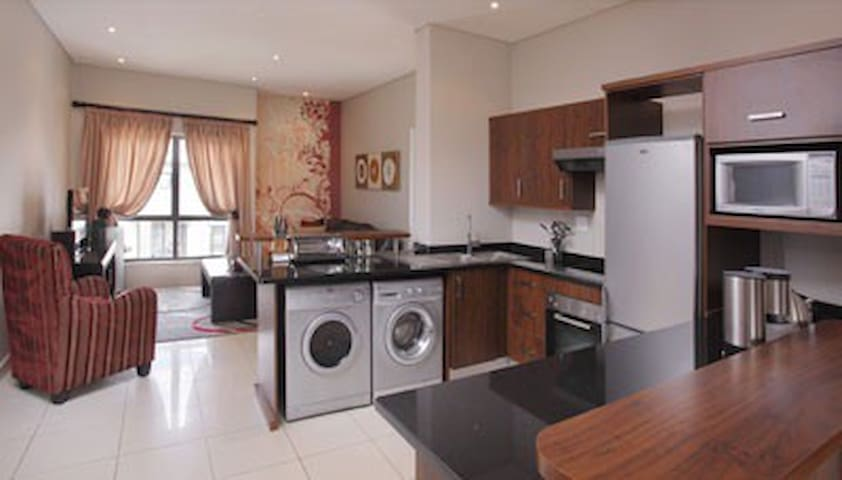 modern secure furnished apartment - Sandton - Apartment