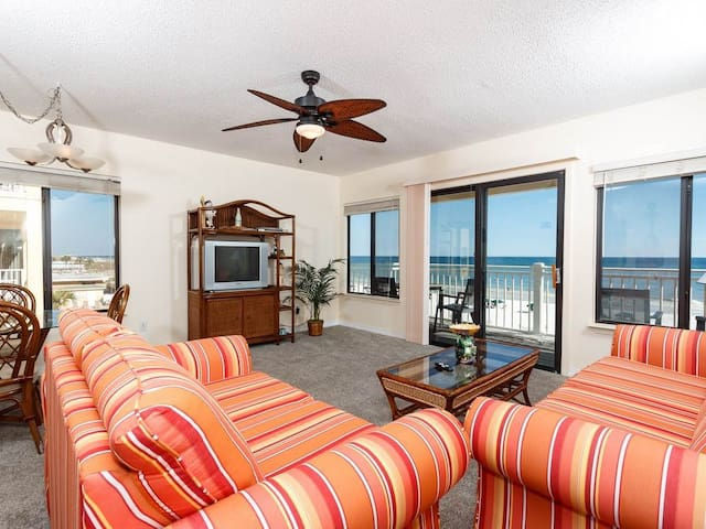 Beautiful gulf-front condo on Okaloosa Island! Steps to famed white sandy beaches! Washer/dryer in-unit!