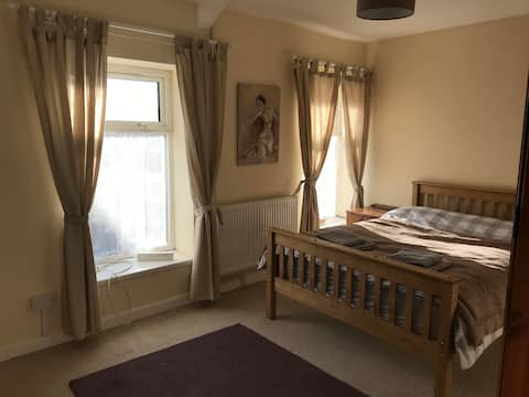 Maindy Lodge Discounts - long term stay sleeps 14