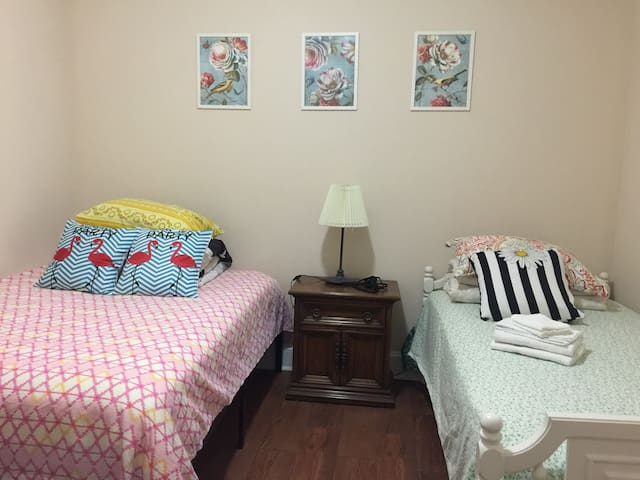 NEW!2 Beds Private Room ! Mins to DC /near UMD A2