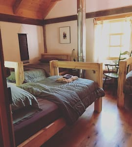 GardenView Room: Log Cabin B&B in the Woods