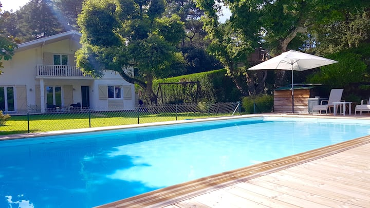 Quiet confortable Villa with swimming pool