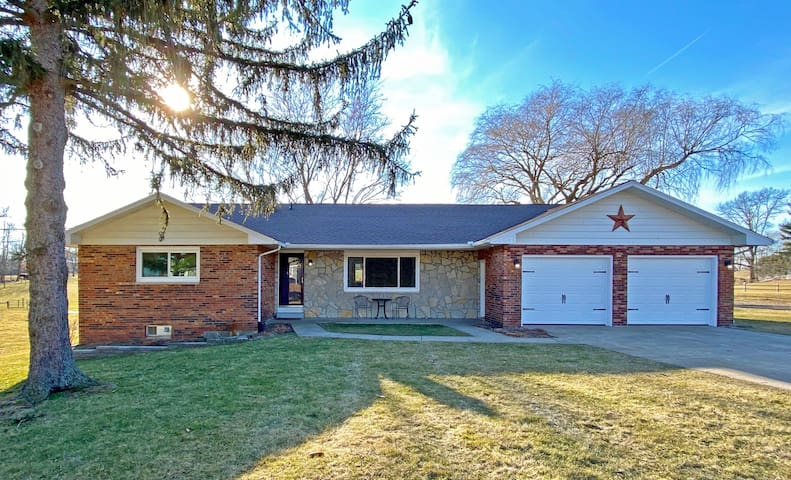 Cattle Ranch, Country Charm & Easy Urban Access