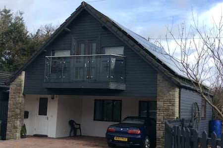 Two bed lodge close to Cardiff.