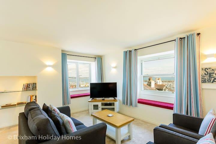 Bay View - luxury new build apartment with sea views, parking & wi-fi
