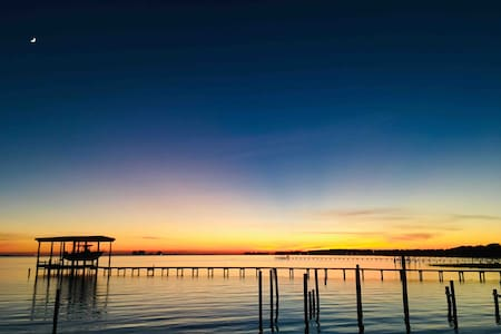 Navarre Waterfront Guesthouse on the Sound!