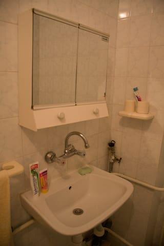 4th floor bathroom, bath