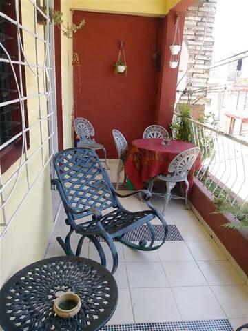 Terraza donde pueden tomar el sol y un buen café